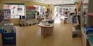 interior tienda informatica 01