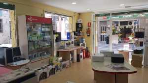 interior tienda informatica 04