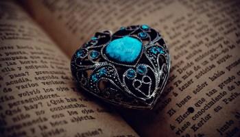 Оберіть камінь — дізнайтесь про своє майбутнє на найближчий місяць