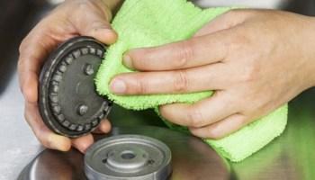 Очистити конфорки — легко: сьогодні ми поділимося засобами, які допоможуть очистити та позбутися неприємностей