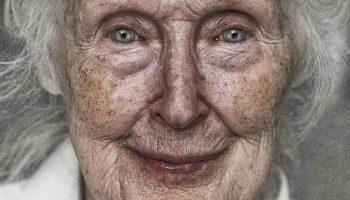 Молодою бабу Сіму не пам'ятав ніхто. Здавалося, що вона завжди була сухою, смаглявою старою, в зморшках, з малими кістлявими руками і спиною в напівуклоні