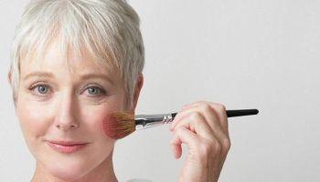 Як не можна наносити тональний крем після 40 років: помилки, які додають вік