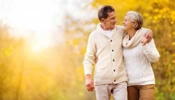 Моя мама в 73 роки зібралася заміж, і у мене ніяк не виходить її відмовити від цього задуму. Так, вона ще досить цікава і енергійна жінка, але це ж не означає, що треба вирушати в РАГС