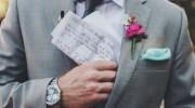 Наречений вже одягав весільний костюм, коли з кишені піджака випала записка. Вона була від його матері