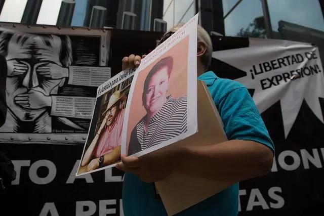 Periodistas protestan frente a la PGR por el asesinato de Javier Valdez y de Miroslava Breach
