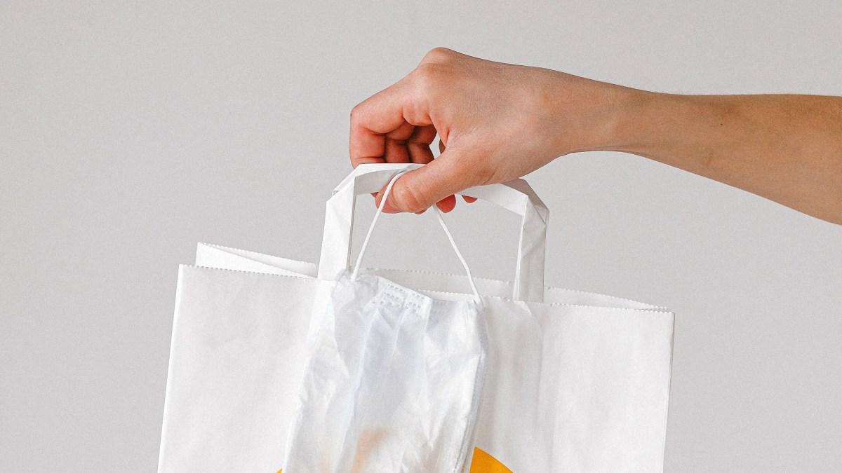 https://i0.wp.com/cimchorzow.pl/wp-content/uploads/2020/03/person-holding-paper-bag-and-face-mask-3987245.jpg?fit=1200%2C675&ssl=1