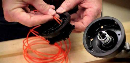 How to Thread a Fishing Line into a Trimmer Coil? Video instruction