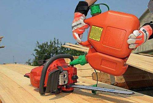 What gasoline does the Stihl chainsaw run on?