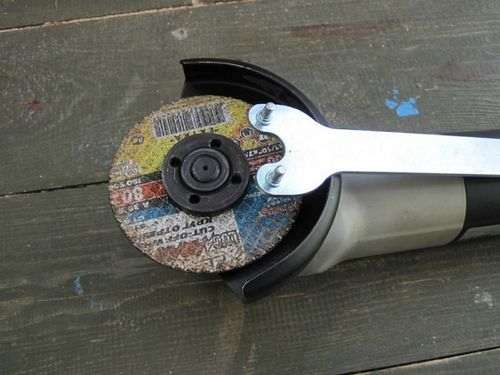 how to put the cover on an angle grinder