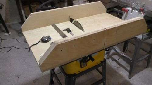 installing the circular saw into the table