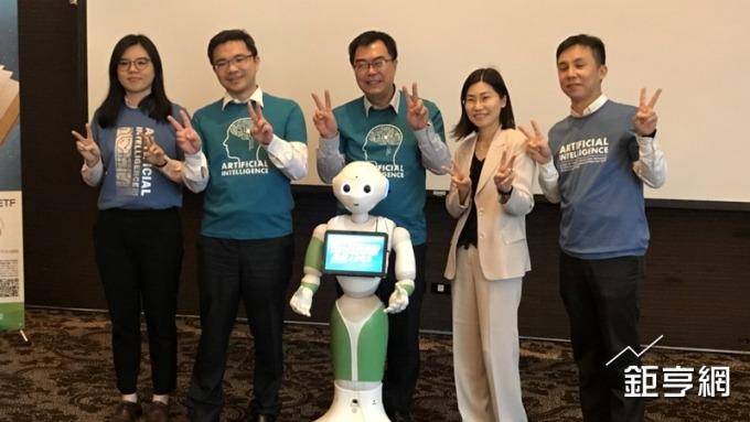 國泰投信推3檔ETF 搶攻AI+Robo智慧型商機   Anue鉅亨 - 基金