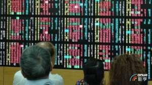 一季度有15家金融控股公司实现了1920亿元的巨额利润,去年同期达到了一半。 台湾Anue Juheng股票新闻