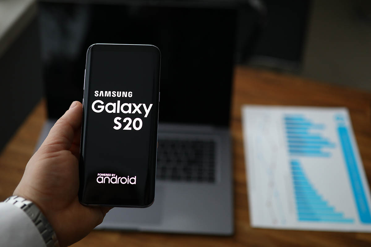 Photo of Blockchain Game Firm Releases Samsung Phone Featuring a Crypto Wallet
