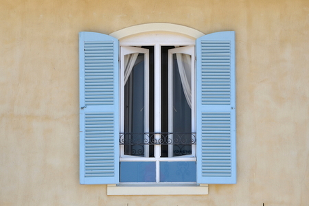 How To Paint Vinyl Shutters Doityourself Com