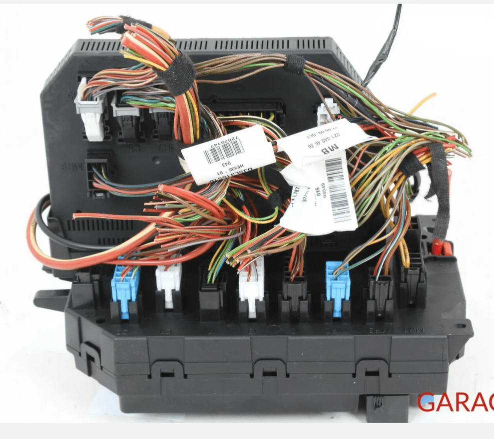 medium resolution of  the back of the front sam module and fuse box i know they exist i seen it for different models but just can t find it for w221 my car is 2012 s550