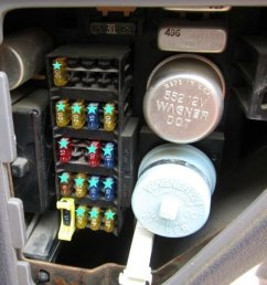 figure 2 junction box behind the dash panel  [ 1024 x 768 Pixel ]