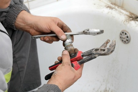 How to Fix a Leaky Tub Drain  DoItYourselfcom
