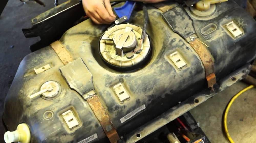 medium resolution of fuel pump on top of fuel tank jeep wrangler