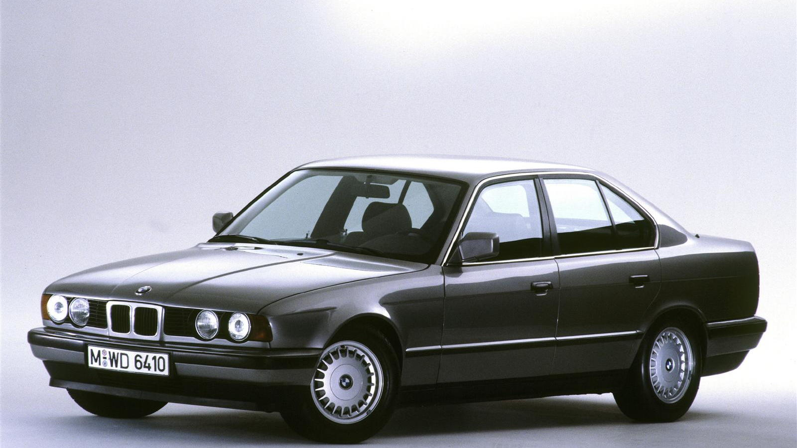 hight resolution of bmw celebrates five generations of the 5 series