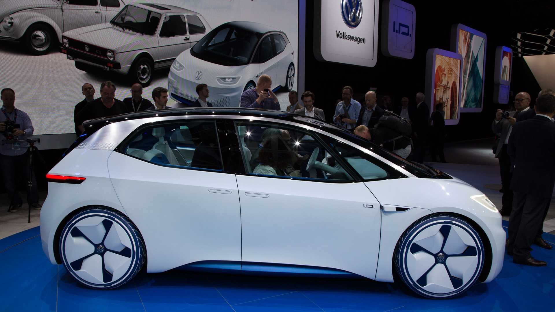 Vw Id Concept To Spawn 300 Plus Mile Electric Hatch In 2020