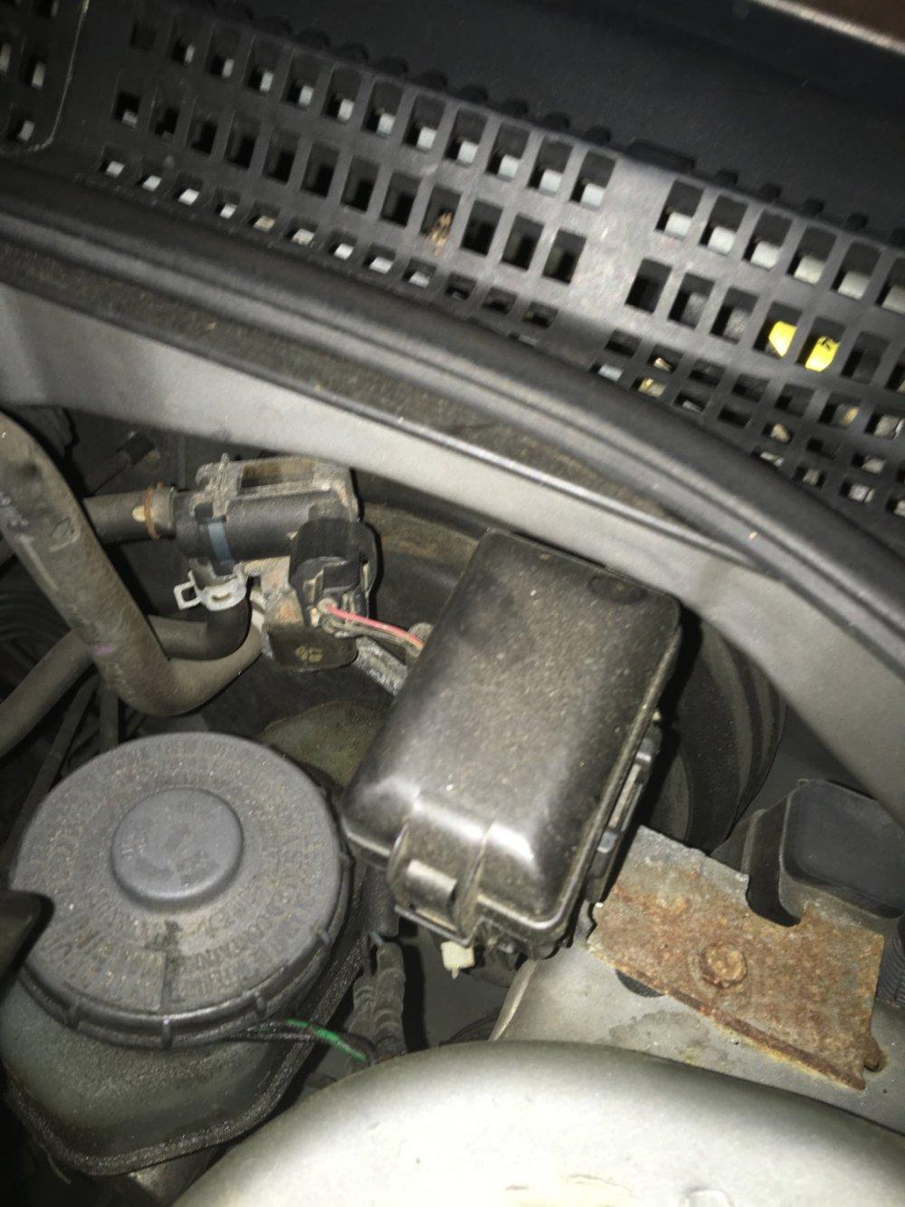 medium resolution of car fuse box noise wiring diagram toolbox fuse box in car making noise car fuse box