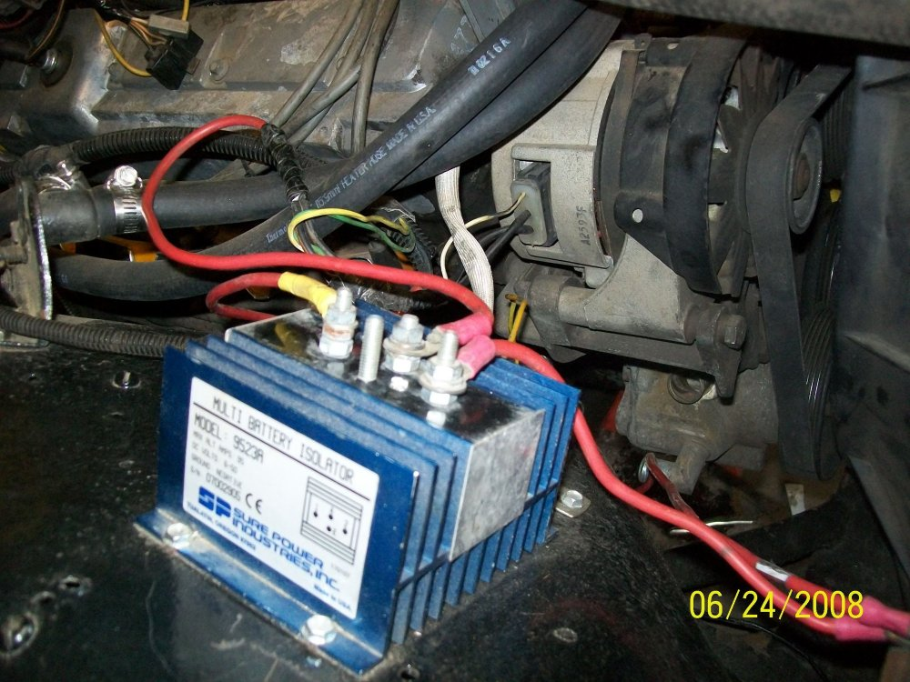 medium resolution of battery isolator mounted on the fender with 2g alternator behind it the two black wires on the alternator plug are joined to the center red wire on the