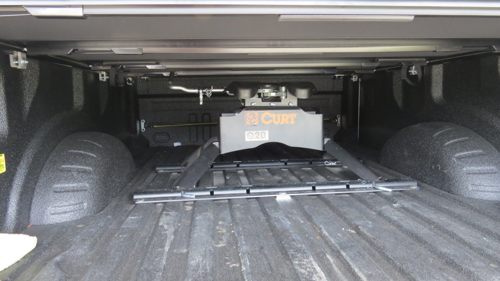 Folding 8 Bed Cover With 5th Wheel Hitch Ford Truck
