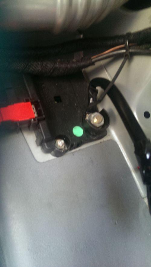 small resolution of 80 rear fuse box location trunk 32bf0e5eecfdd35d6b0505299297fbe05c5f32ed heeeelp 2001 s430 no start no mercedes g500 fuse box location