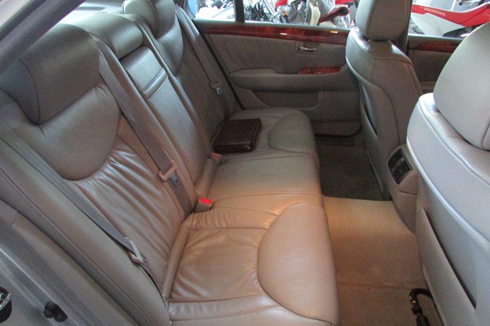 medium resolution of still has nice simple interior like the old ls400
