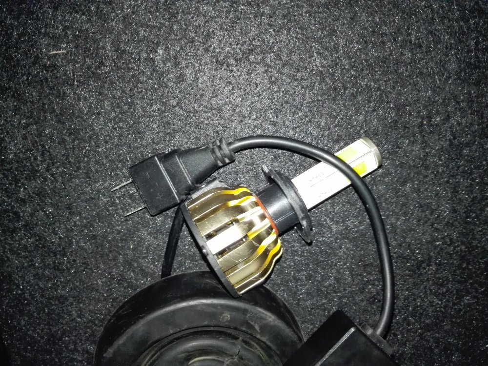 medium resolution of it on our fog lamp it has currently 9006 bulbs installed is the socket same or the change only in wiring because i saw some h7 to 9006 converters