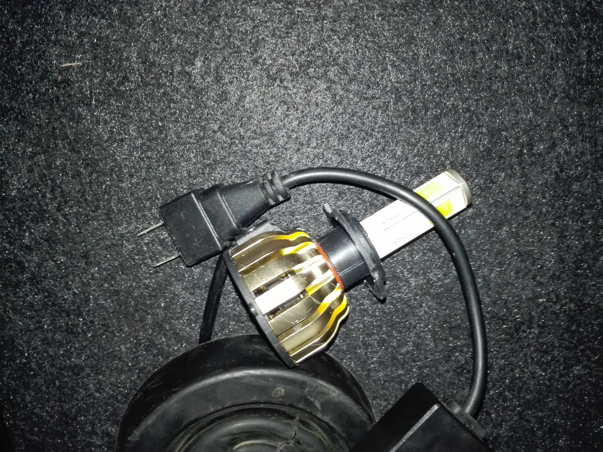hight resolution of it on our fog lamp it has currently 9006 bulbs installed is the socket same or the change only in wiring because i saw some h7 to 9006 converters