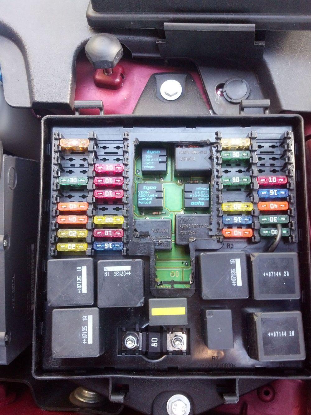 medium resolution of 2001 jaguar fuse box