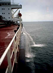 Ship_pumping_ballast_water