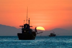 Sunset on the South China Sea off Mui Ne village on the south-east coast of Vietnam (Author MikeRussia; Wikimedia Commons)