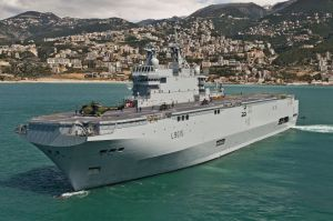 France's Mistral-class Dixmude warship in Jounieh bay, Lebanon. (Source: Wikicommons)