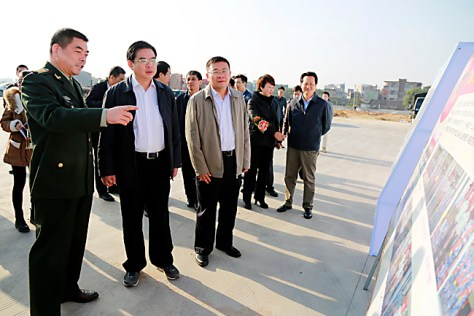 Exhibit 5: Standing on Baimajing's Pier in December 2015, PAFD Political Commissar Zhang Yun Presents Danzhou's Maritime Militia Work to Deputy Provincial Governor Lu Junhua.