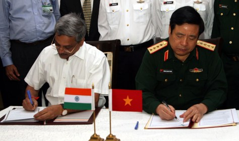 The Union Minister for Defence, Shri Manohar Parrikar and the Minister of National Defence of Vietnam, General Phung Quang Thanh signing a joint vision statement on Defence Cooperation in Progress, in New Delhi on May 26, 2015.