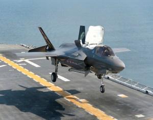 f35-night-landing-19