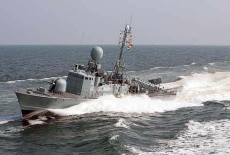 Fast patrol boat FRETTCHEN plows through the Baltic Sea (Photo: German Navy).