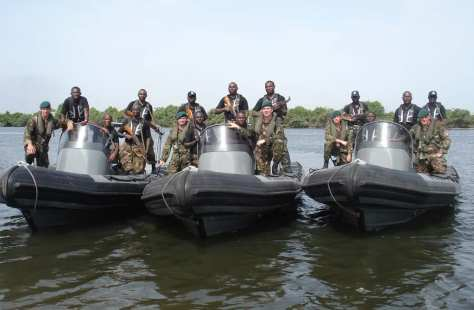 Members of the Nigerian Special Boat Service pose alongside British counterparts. (Beegeagle.Wordpress)