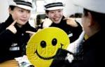 Poliziotte cinesi sorridenti