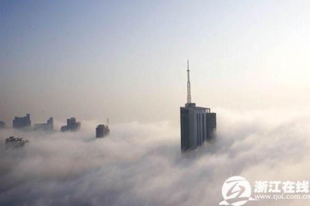 nebbiacina01---Hangzhou immersa nella nebbia