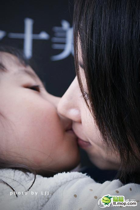 013Beijing-kiss-contest