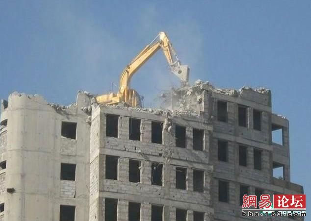 unusual_vision_China-ruspa sul tetto