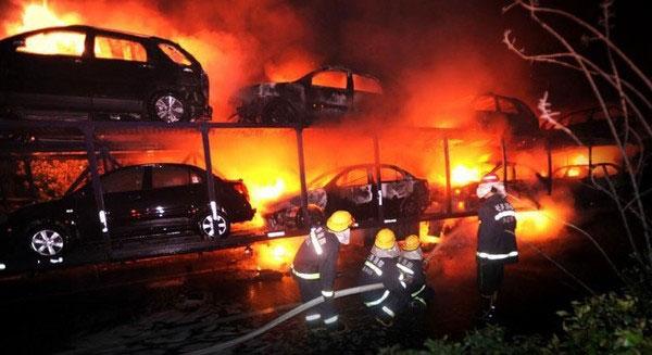 20_cars_on_my_fire_2-Incendio autotrasporto
