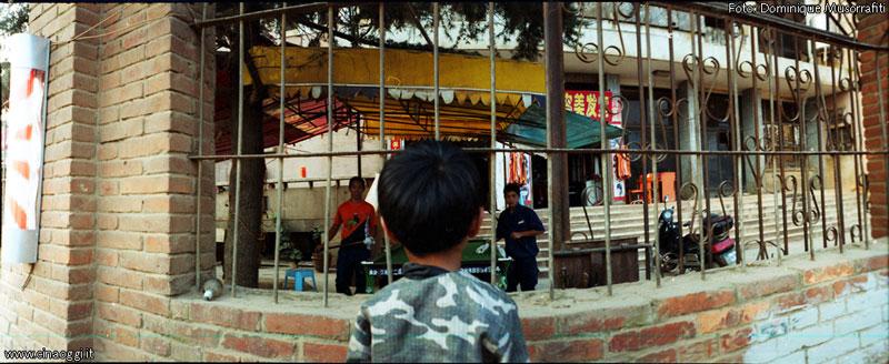 periferie cinesi - bambino cinese