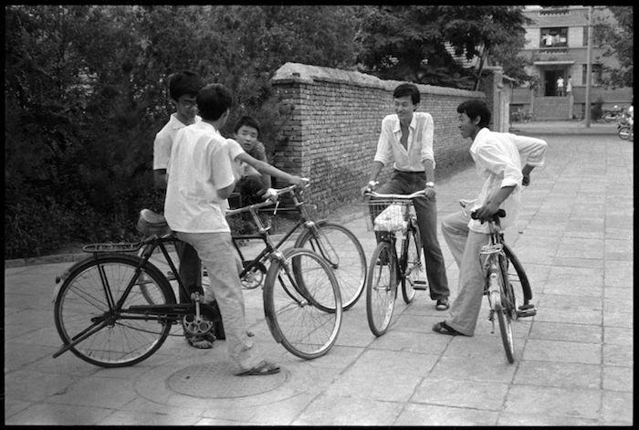 cinesi in bicicletta