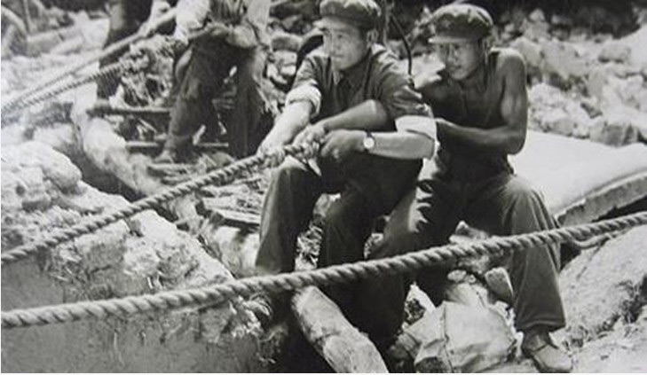 Shanghai inviò 56 squadre di medici a Tangshan, in aiuto all'Armata Popolare di Liberazione.