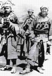 """Soldati musulmani Hui provenienti dal Gansu,conosciuti come i """"Coraggiosi del Gansu"""", comandati da Dong Fuxiang."""