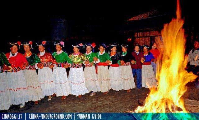 Donne Mosuo danzanti